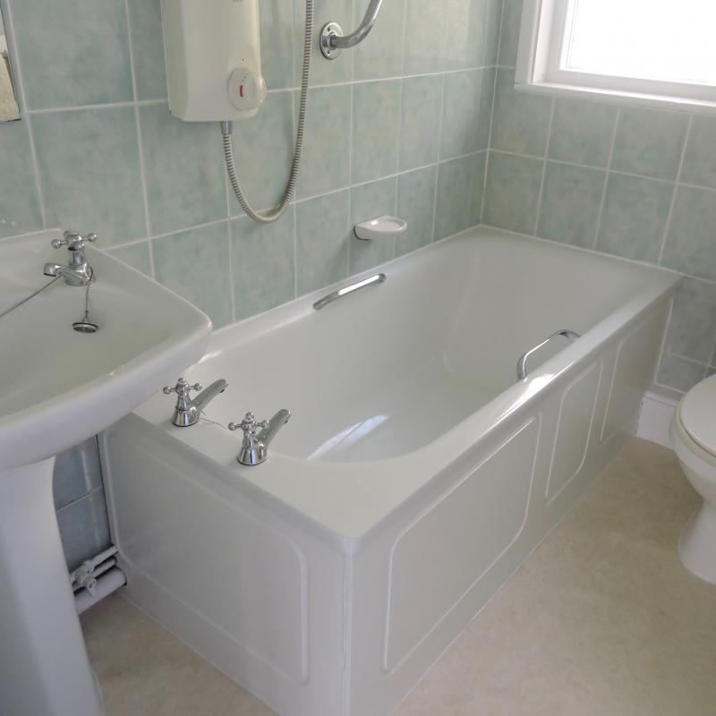 Bathroom , Begonia Cottage, shower over bath