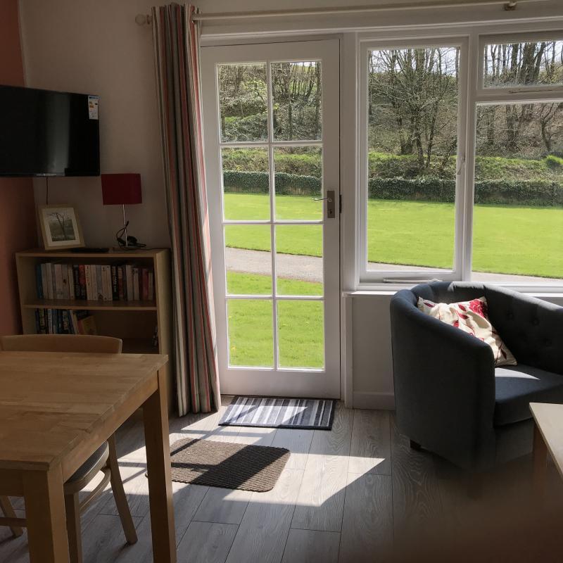 Hibiscus lounge showing door to garden